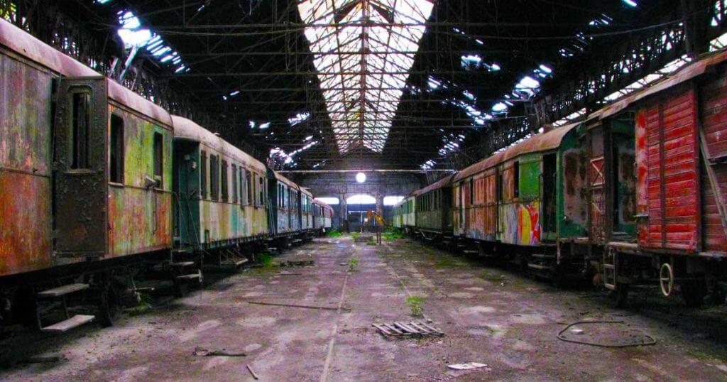Elhagyatott vasúti kocsiszínt valahol Magyarországon. / Fotó: VRUMHAM