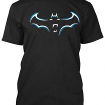 Batman póló a képregény történetének kedvelőinek ajánljuk.